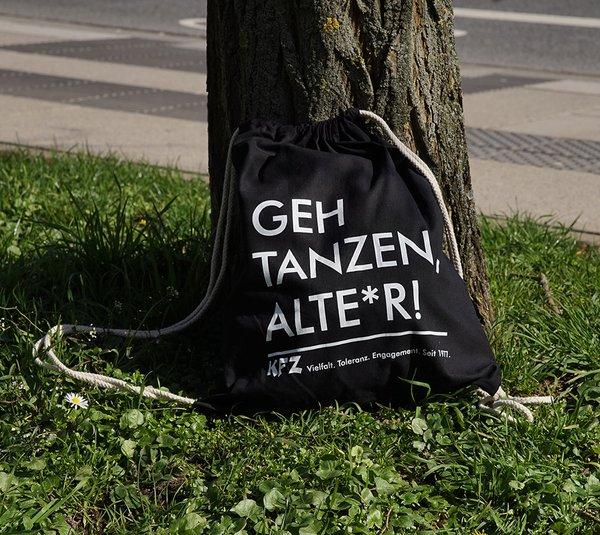 """Turnbeutel: """"Geh tanzen, Alte*r!"""""""